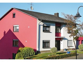Awesome home in Hermeskeil w/ WiFi and 2 Bedrooms (DHU903)