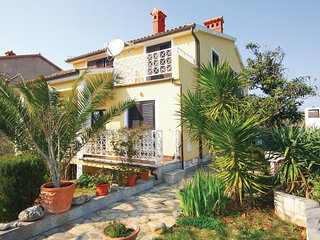 Stunning home in Medulin with WiFi and 1 Bedrooms (CIM480)
