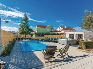 Beautiful home in Zemunik Gornji w/ Outdoor swimming pool, Sauna and WiFi