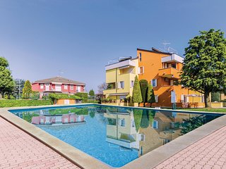 Stunning apartment in Lugana di Sirmione BS w/ WiFi, Outdoor swimming pool and O