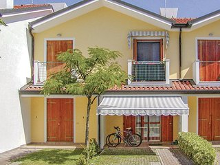 Beautiful home in Rosolina Mare RO w/ 2 Bedrooms