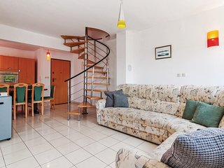 Awesome home in Petrcane w/ 4 Bedrooms