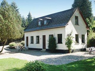 Stunning home in Enscherange w/ 2 Bedrooms