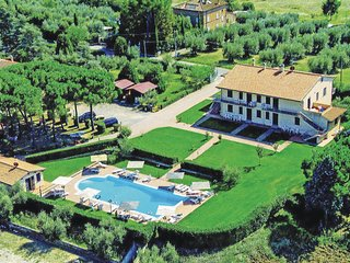 Beautiful apartment in Castiglione del Lago w/ WiFi, Outdoor swimming pool and O