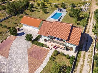 Amazing home in Lisicic w/ WiFi and 4 Bedrooms