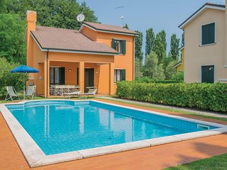 Beautiful home in Albarella RO w/ Outdoor swimming pool, 3 Bedrooms and Outdoor