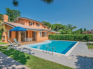 Awesome home in Albarella RO w/ Outdoor swimming pool, 3 Bedrooms and Outdoor sw