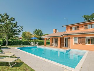 Stunning home in Albarella RO w/ Outdoor swimming pool, 3 Bedrooms and Outdoor s