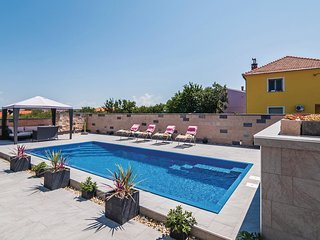Amazing home in Zadar w/ WiFi and 5 Bedrooms