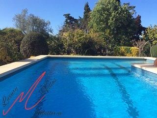 Villa Florida- flowers everywhere, private pool, wifi, aircon, 8 MIN TO BEACH