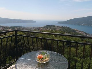 Amazing home in Herceg Novi w/ WiFi and 3 Bedrooms (MNH098)