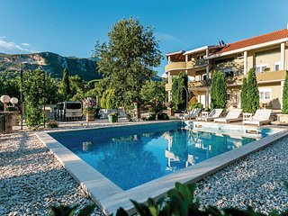 Beautiful home in Herceg Novi w/ WiFi and 6 Bedrooms