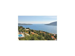 Awesome home in Herceg Novi w/ WiFi and 2 Bedrooms (MNH100)