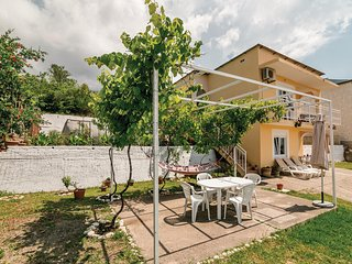 Beautiful home in Herceg Novi w/ WiFi and 4 Bedrooms