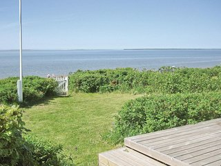 Beautiful home in Esbjerg V w/ WiFi and 2 Bedrooms (A3815)