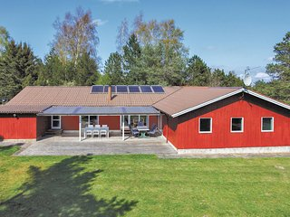 Awesome home in Fårevejle w/ Sauna, WiFi and 6 Bedrooms (E19950)