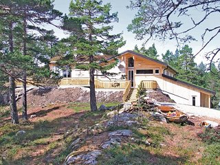 Stunning home in Dølemo w/ Sauna, WiFi and 5 Bedrooms