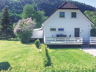 Amazing home in Vennesla w/ WiFi and 3 Bedrooms (N34331)