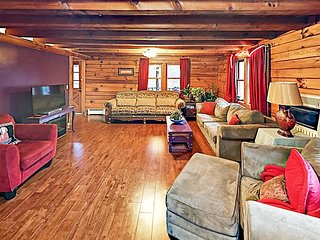 Log Cabin Home on 4 Acres - Near Downtown Asheville, Biltmore & Chimney Rock