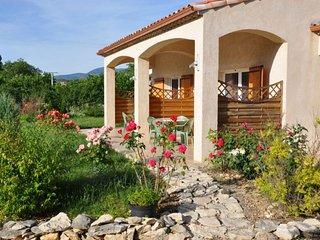 Gîtes individuels, de 4 ou 6 personnes, avec terrasse, et acces jardin.