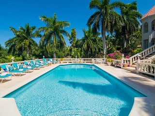 BEACH MEMBERSHIP, PRIVATE POOL, FULLY STAFFED, ELEGANT AND GRAND 6 BR