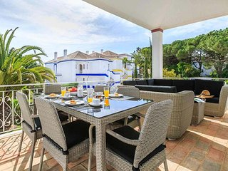 Quinta do Lago Apartment Sleeps 4 with Pool Air Con and WiFi - 5775399