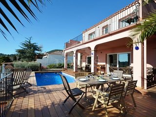 4 bedroom Villa with Pool, Air Con and WiFi - 5623030