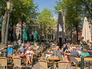 VIBRANT 2BR IN THE HEART OF LEIDSEPLEIN