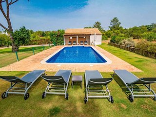 Almancil Villa Sleeps 8 with Pool Air Con and WiFi - 5775909