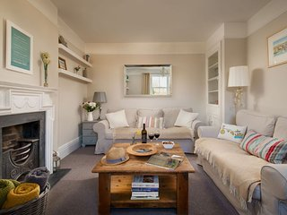 Rose Cottage - a charming and pretty double fronted Cornish Cottage in Fowey