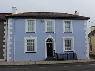 Melbourne is a stylish town house within walking distance of Aberaeron harbour.