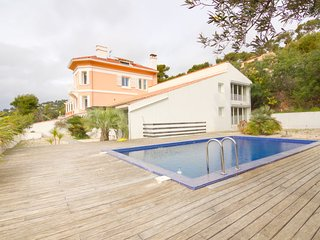 5 bedroom Villa with Pool, Air Con and Walk to Beach & Shops - 5051618