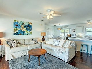 Family-friendly, oceanfront snowbird getaway - amazing beach views steps away!