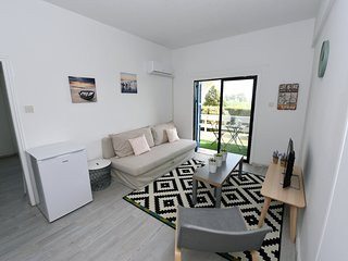 1 bedroom apt 50m from beach with amazing sea view