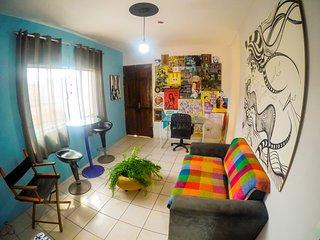 Apartamento de artistas com 2 quartos e terraço, próximo ao mar