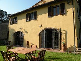 Casa Rural con jardin olivares y vinedos