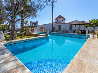 Elegant villa with stunning views & private pool, short distance from town!