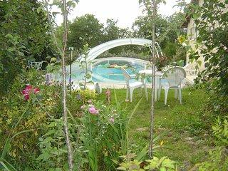 grand gite avec piscine couverte sur le causse du Lot à la campagne, calme