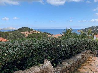 Baja Sardinia Appartamento 6 posti letto  soli 300 mt dal mare