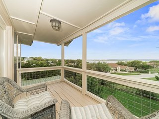 Longhorn Lakehouse- PERFECT CANYON LAKE LOCATION! Sleeps up to 10!