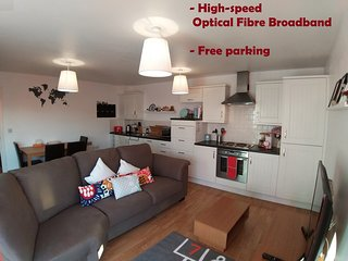 Spacious 2-bed entire apartment in Kingston upon Thames