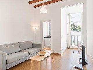 Modern 4Bed w/Balcony 5min to tube Heart of Gracia
