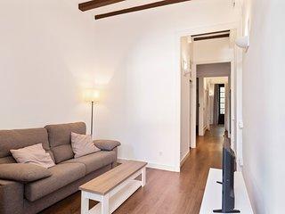 Spacious & Comfy 4 Bed w/Balcony in Gracia