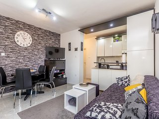 Milohnici Apartment Sleeps 4 with Air Con and WiFi - 5823112