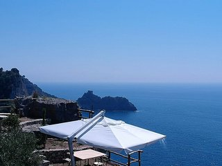 Tovere (San Pietro) Villa Sleeps 4 with Air Con - 5777749