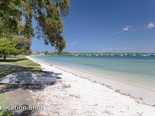 'Sandy Beach House Corlette' - Waterfront, WIFI, Aircon & Foxtel