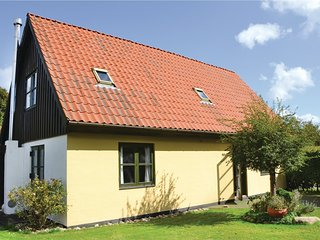 Amazing home in Dronningmølle w/ WiFi and 3 Bedrooms (E03220)