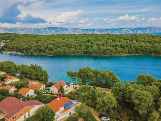 Amazing home in Vrboska w/ WiFi and 2 Bedrooms