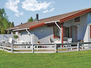 Awesome home in Dronningmølle w/ WiFi and 3 Bedrooms (E03242)