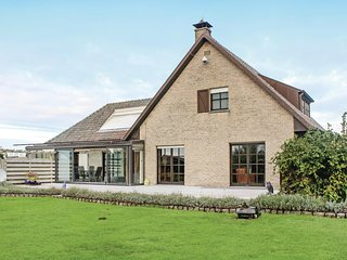 Stunning home in Groede w/ WiFi and 4 Bedrooms